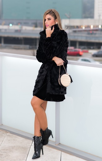 shoes black fur coat black stilettos white handbag blogger
