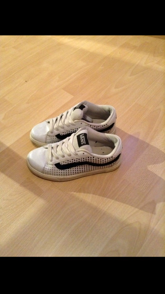 shoes vans white skate sportswear outdoor off the wallet with chain