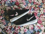 shoes,floral,black,nike roshe run,nike,shows,black with floral print nike