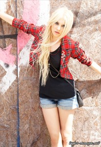 gossip girl taylor momsen red jacket