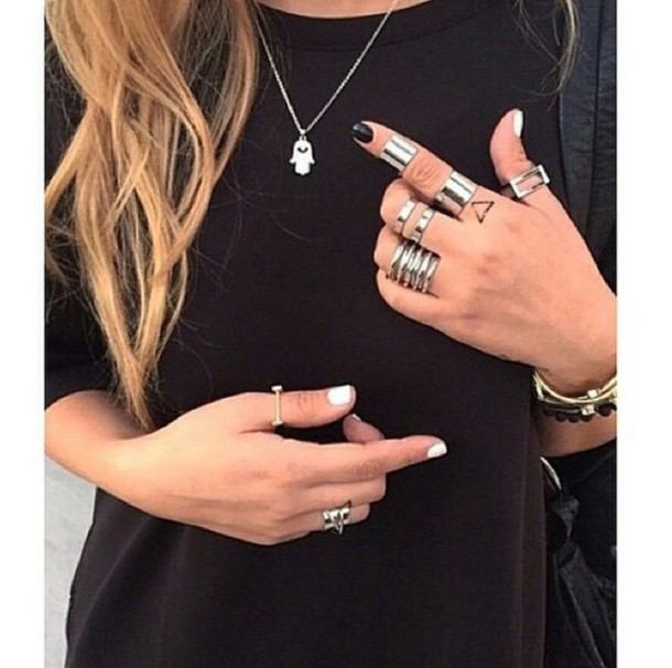 jewels jewelry jewelry ring cute rings rings and tings rings & tings silver ring silver jewelry silver necklace cute necklace pretty rings pretty necklaces charms blogger accessories accessories outfit idea fashion inspo fashion inspo rad chill casual on point clothing style stylish style stylish pants style trendy trendy trendy trendy