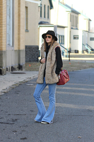 to be bright blogger jeans hat faux fur vest flare pants red bag
