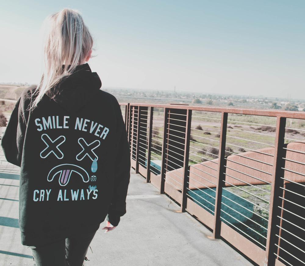 Smile never hoodie