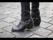 shoes,boots,black,biker shoes,ankle boots,chain,square toe,short heel,heel,leather