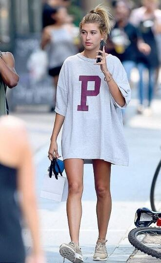 dress tunic dress oversized sneakers hailey baldwin t-shirt hailey hails
