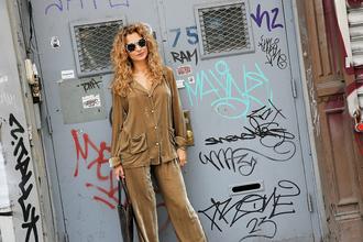 man repeller blogger bag sunglasses jumpsuit brown pants shirt graffiti tags