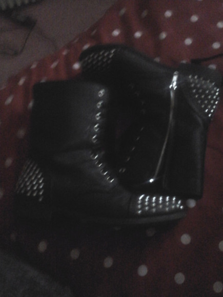 shoes black spikes boots white