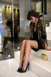 jacket,nights outfit,gold sequins,gold,pailettes,party,clubwear,sequins,sequin jacket,glitter,black heels,holiday season,new year dresses,new year's eve,mini dress,holiday dress,metallic clutch,clutch,gold clutch,pumps,black dress,little black dress,pointed toe pumps,high heel pumps,gold sequin jaket
