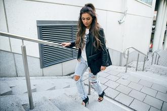 fanny lyckman blogger jacket ripped jeans acid wash jeans black bag
