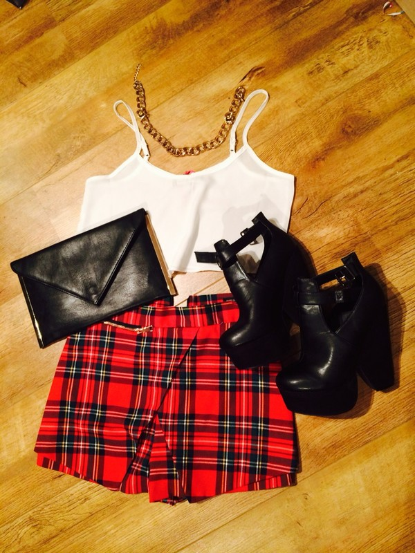 shoes missguided boots wedges heels crop tops crop tops tartan tartan shorts gold statement necklace shorts shirt checkered checked skirt skorts skirt chain gold chain checkered shorts white white top crop tops black high heels black shoes black bag bag