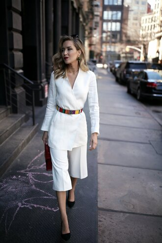 pants belt tumblr white culottes culottes cropped pants wide-leg pants white pants blazer white blazer pumps pointed toe pumps high heel pumps office outfits spring outfits memorandum blogger