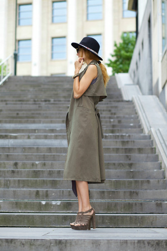from brussels with love blogger hat sleeveless platform sandals khaki