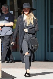 jeans,streetstyle,fall outfits,ripped jeans,chrissy teigen