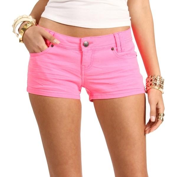 фотография девушки в розовых шортах действительно