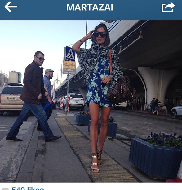 dress scarf outfit gorgeous sungla airport plane beautiful louis vuitton