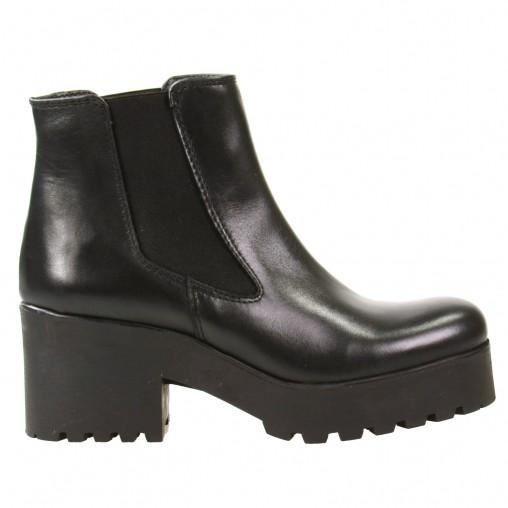 chelsea boots mit dicker sohle schwarz stiefeletten sacha. Black Bedroom Furniture Sets. Home Design Ideas