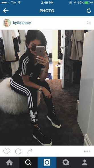 shoes blackshoes kylie jenner fashion style adidas silver zipper black shoes white soles leggings