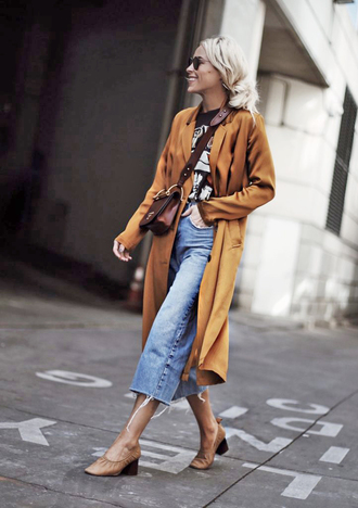 jacket tumblr jeans denim cropped jeans shoes coat bag brown bag crossbody bag t-shirt black t-shirt sunglasses