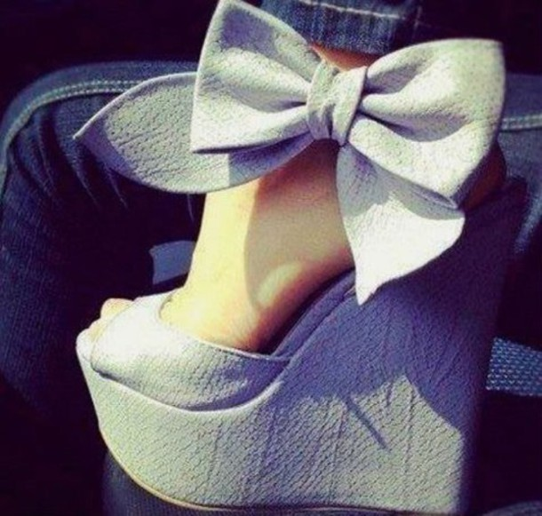 shoes grey