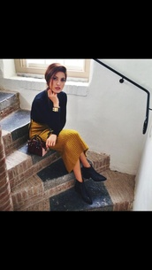 maxi skirt,mustard,mustard skirt,black,top,jumper,elegant outfit,ankle boots,leather boots,skirt