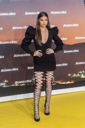 dress,hailee steinfeld,celebrity,mini dress,bodycon dress,plunge dress,lace up,pumps
