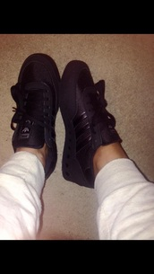 shoes,black trainers,sportswear,originals,adidas,adidas shoes,trainers