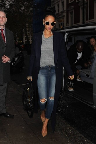 jeans ripped jeans rihanna fall outfits streetstyle sweater coat winter outfits winter look