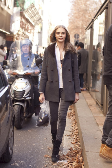 cara delevingne streetstyle fur collar button up dark colours dark shade long coat models off duty
