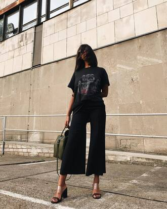 top tumblr t-shirt graphic tee pants black pants cropped pants black culottes culottes sandals mules bag shoes