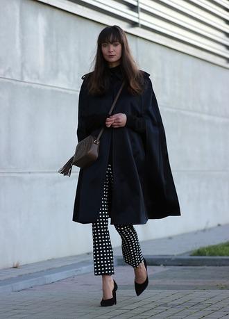 mode d'amour blogger black coat gucci bag