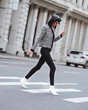 jacket,black jeans,skinny jeans,white boots,heel boots,black turtleneck top,black hat