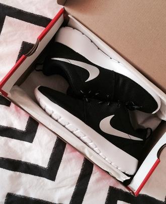 shoes nike black sneakers sneakers black cute tumblr