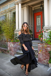 skirt,black skirt,maxi skirt,polka dots,shirt,sandals,sunglasses