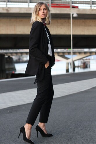 the fashion eaters blogger jacket scarf t-shirt tailoring office outfits pants power suit black pants pumps black pumps white t-shirt blazer black blazer business casual two piece pantsuits matching set high heel pumps pointed toe pumps