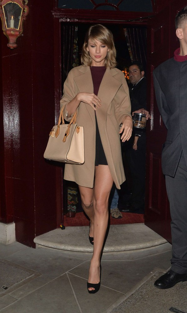 coat top skirt sandals taylor swift