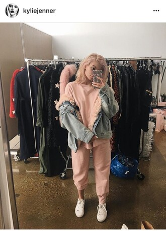 sweater kylie jenner sweatshirt sweatpants pants pink ish set matching set love joggers jumpsuit pale pink sweater jacket denim jacket sneakers instagram kardashians t-shirt trouser jeans keeping up with the kardashians