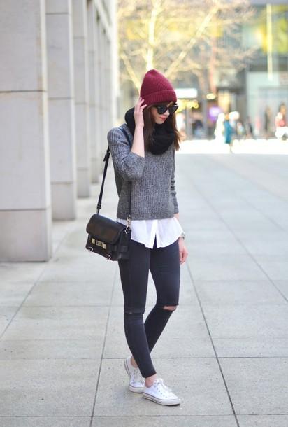 vogue haus blogger beanie grey sweater black bag