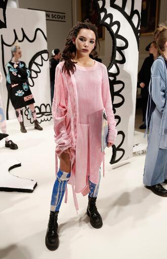 sweater top oversized sweater oversized pink fashion week 2016 london fashion week 2016 tunic dress tunic