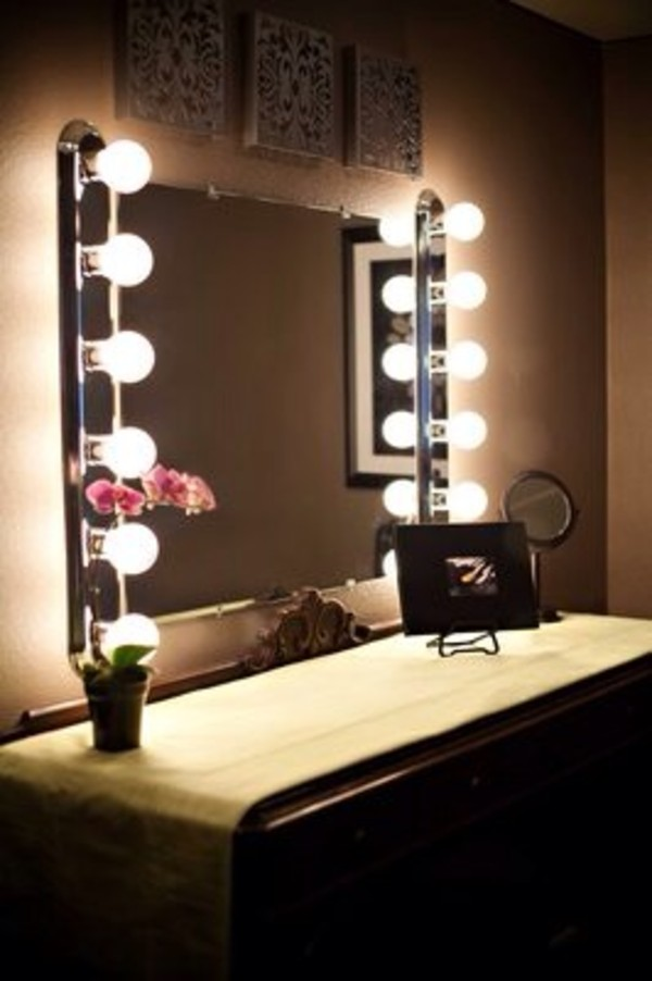 broadway lighted table top vanity mirror. Black Bedroom Furniture Sets. Home Design Ideas