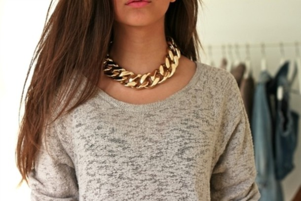 jewels gold gris necklace pullover sweater accessories fshion style girl hair chain bag chunky statement necklace shirt grey t-shirt t-shirt gold chain necklace thick top cute blouse