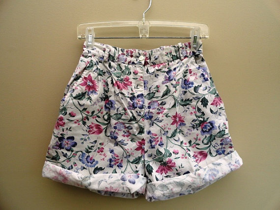 White Floral Shorts High Waist Vintage 90s by prettycatvintage