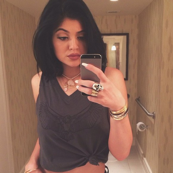 kylie jenner t-shirt nail accessories fashion shorts blouse black gray t-shirts