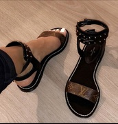 shoes,louis vuitton,black,brown,sandals,cute,sexy,stylish,cute shoes,bad bitches link up,baddies,brown leather sandals,summer,lv flat sandals,buckles,designer,louis vuitton sandals,jilly anais,flat sandals
