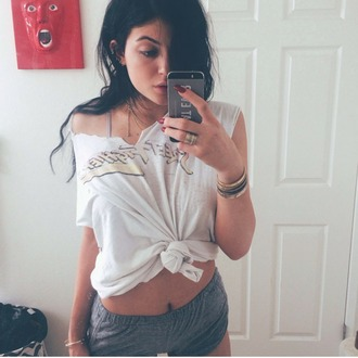 shirt white top white crop tops kylie jenner kylie jenner white top jenner kendall kylie iridescent kardashians white crop tops short graphic tee