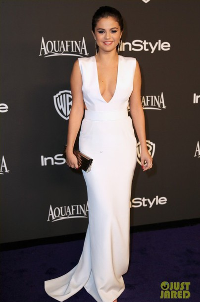 golden globes 2015 after party selena gomez white dress shoes jimmy choo sandals clutch earrings