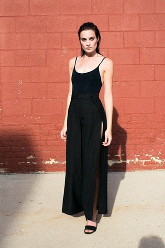 lefashion blogger tank top shorts pants black top black tank top black pants slit wide-leg pants sandals black sandals slit pants high waisted pants black high waisted pants spaghetti strap black bodysuit bodysuit