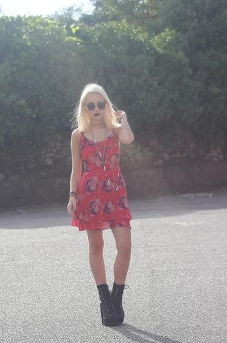 the black effect blogger red dress floral dress grunge shoes