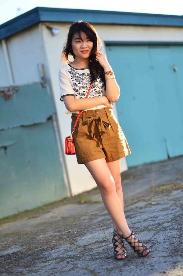daily disguise shirt shorts bag shoes
