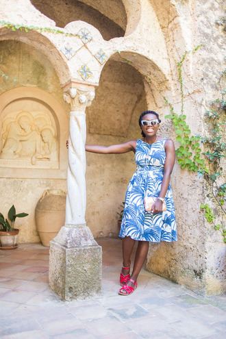 i want you to know blogger blue and white midi dress