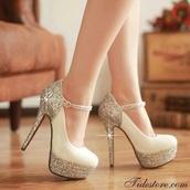 shoes,nude high heels,sparkly heels,glitter shoes,prom shoes,high heels,cute high heels,heels,white,silver shoes,pumps,beige high heels,silver heels,anckle pumps,high pumps,glitter,wedding,wedding shoes,white high heels,white and gold heels,nude shoes,glitter heels,mary jane platform,cream high heels